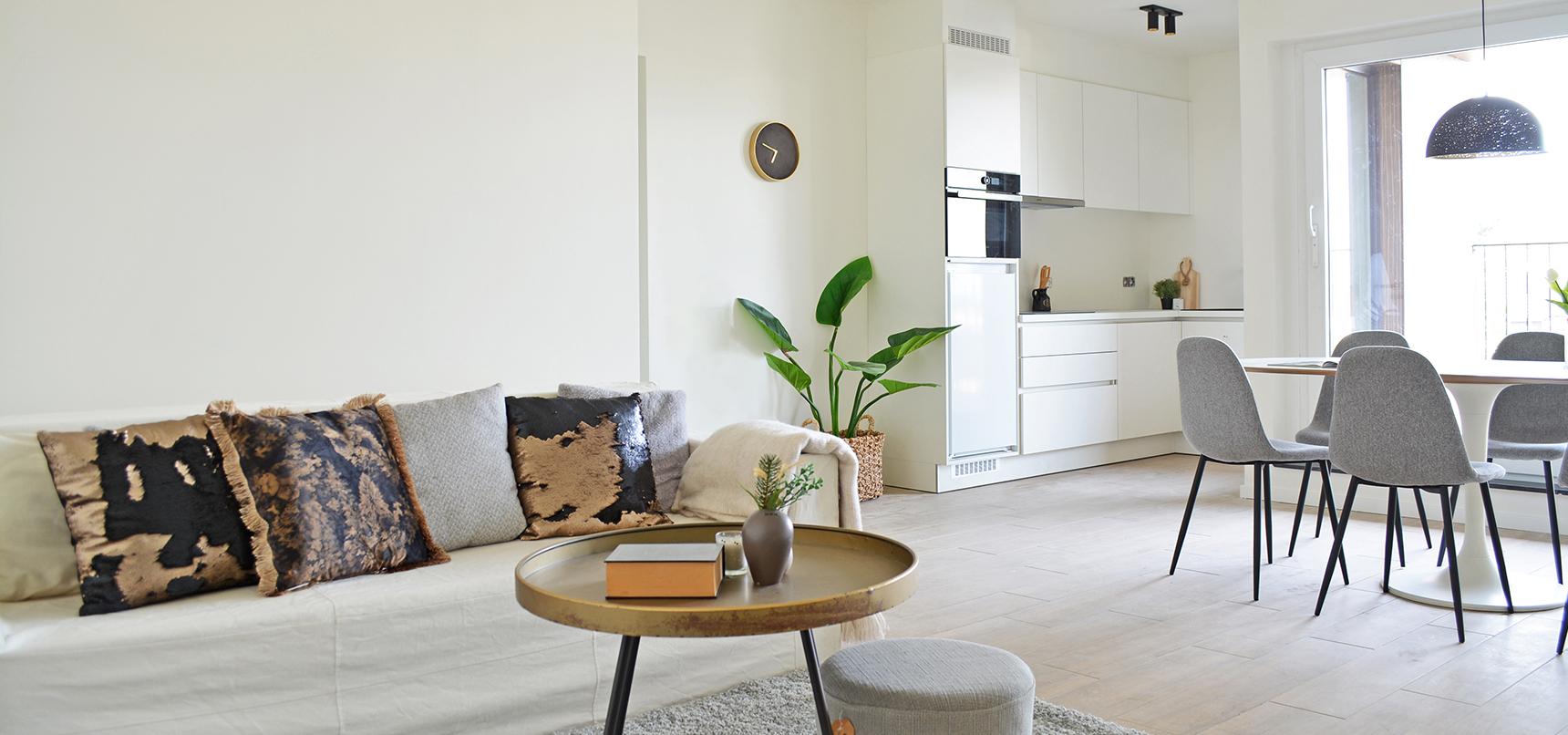 Toekomstbeeld van de lichte en moderne leefruimte in een appartement van de Smedenpoort.