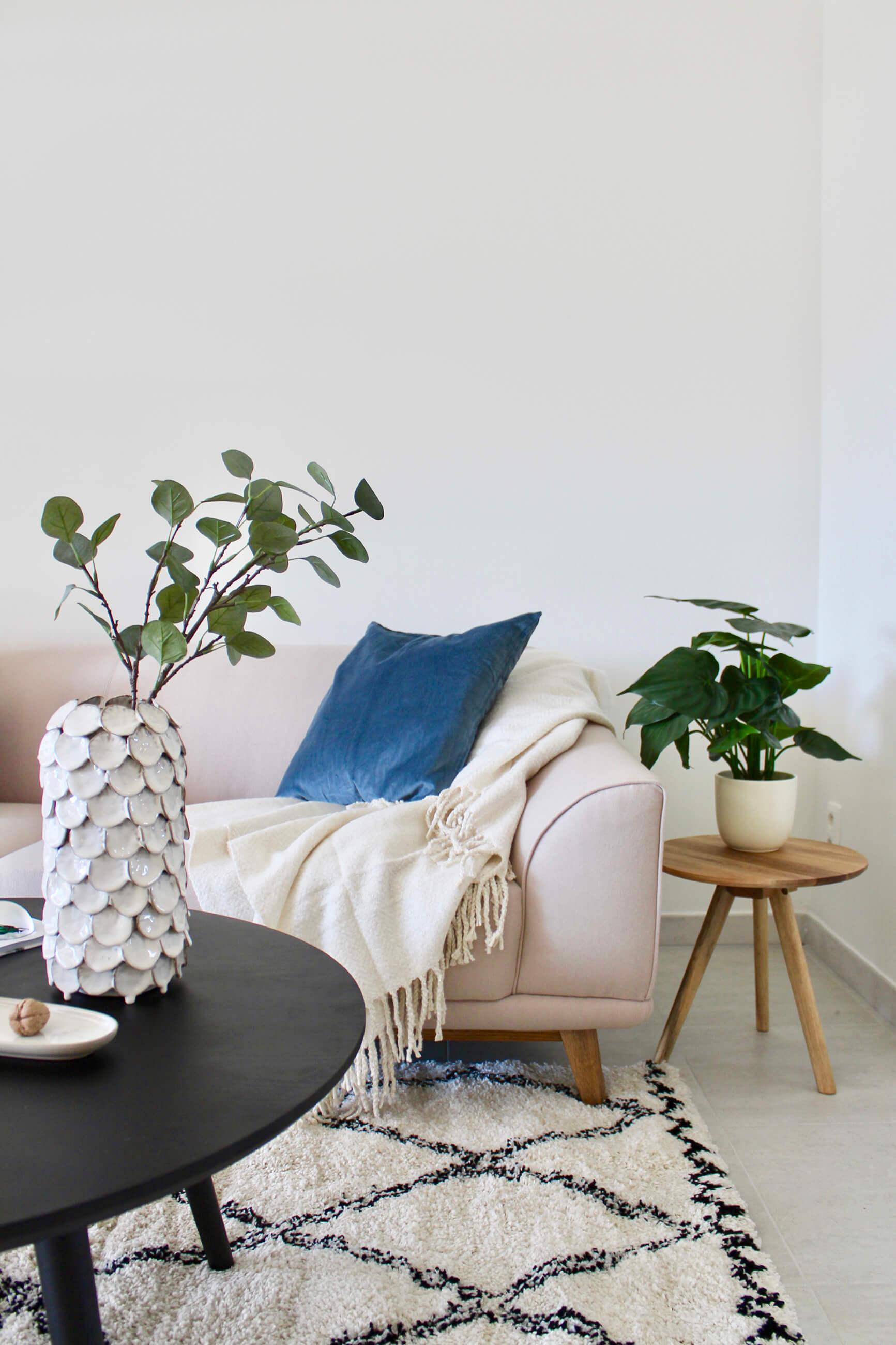 Sfeerbeeld van een gezellige loungehoek in een appartement van De Smedenpoort.